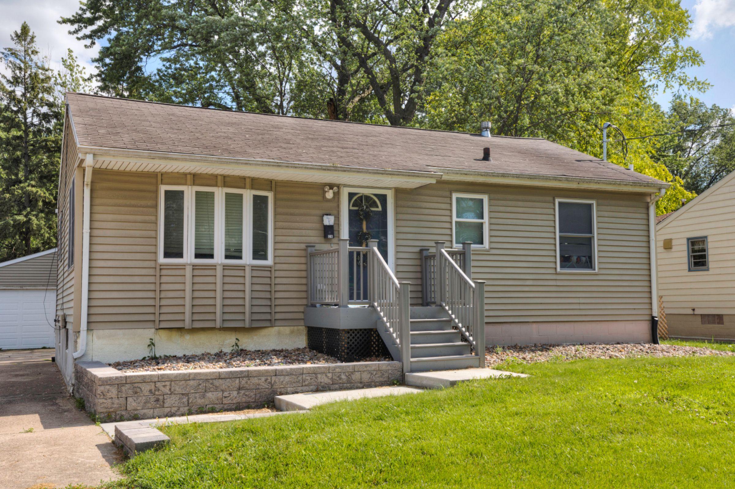 1216 Watrous Ave. Des Moines, IA 50315