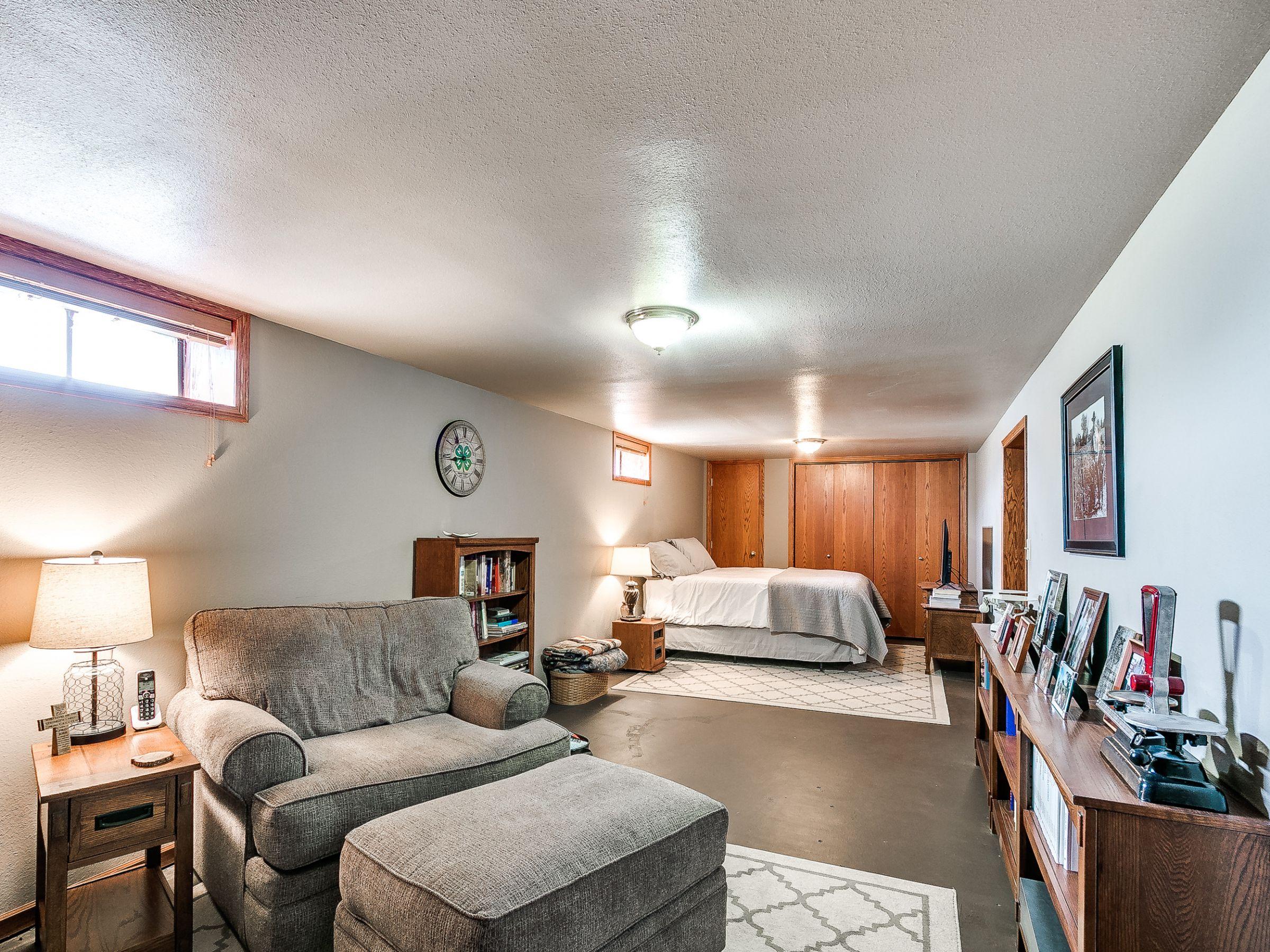 residential-warren-county-iowa-3-acres-listing-number-15516-13-2021-05-12-145115.jpg