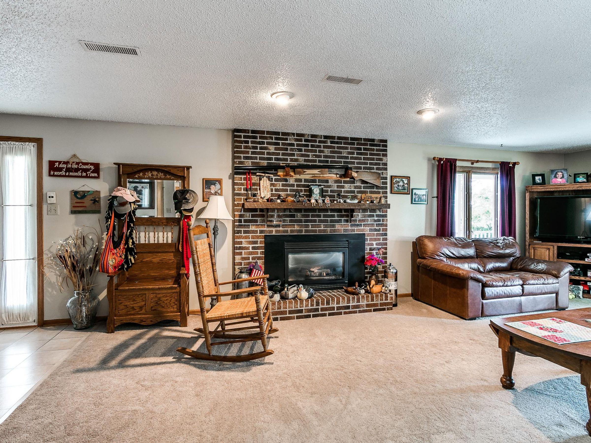 residential-warren-county-iowa-3-acres-listing-number-15593-4-2021-06-18-155240.jpg