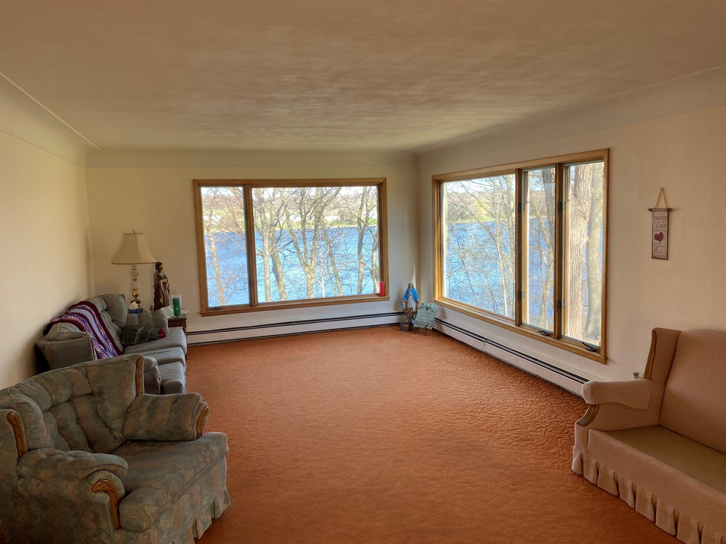 Main level Livingroom